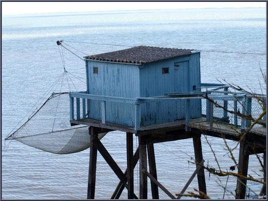 Un carrelet à ponton en bord de la Gironde à Talmont-sur-Gironde (Charente-Maritime)