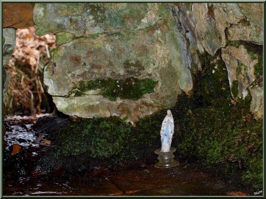 Intérieur de la fontaine Saint Clair à Mons, Belin-Beliet (Gironde)
