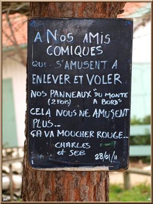 Panneau d'avertissement aux voleurs, village de L'Herbe, Bassin d'Arcachon (33)