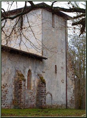 Eglise St Michel du Vieux Lugo à Lugos (Gironde) : façade Nord-Est avec sa porte des cagots