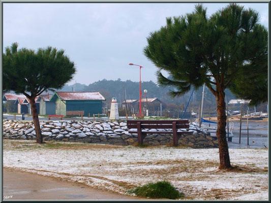 Entrée du port plaisance, en habit neigeux (février 2012)