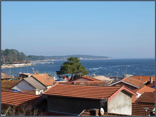 Village de L'Herbe vu des hauteurs, le Bassin d'Arcachon et la jetée du Canon (33)