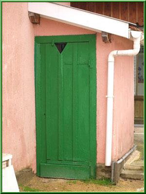 """""""Petit coin"""" (WC) au coeur du village de L'Herbe, Bassin d'Arcachon (33)"""
