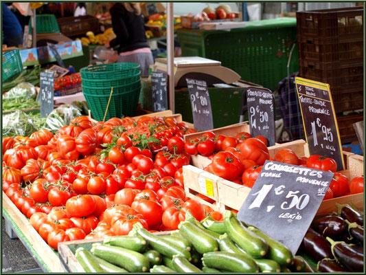 Marché de Provence, mardi matin à Vaison-la-Romaine, Haut Vaucluse (84), étal de légumes