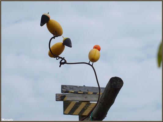 Déco oiseaux fabriqués avec bouchons et flotteurs depêche, Village de L'Herbe, Bassin d'Arcachon (33)