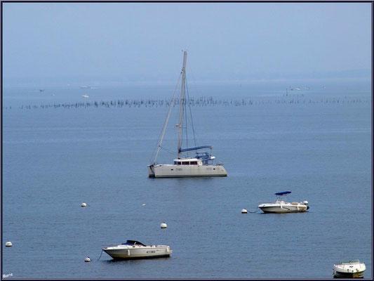 """Arcachon, """"Ville d'Automne"""", au matin, bateaux ancrés sur le Bassin"""