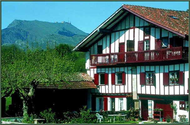 Maison basque à Sare (Pays Basque français)