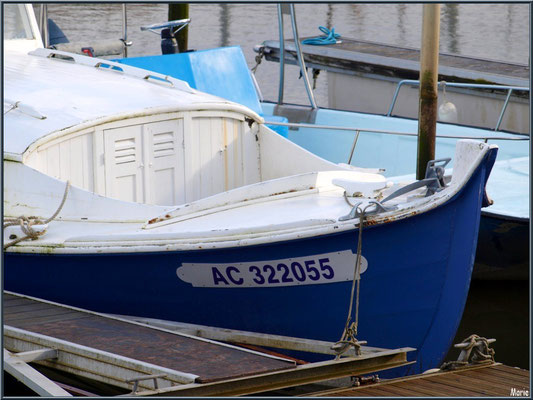 Pinasse à quai au port ostréicole de La Teste de Buch (Bassin d'Arcachon)