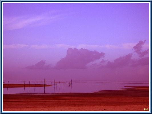 Soleil couchant sur le Bassin et le chenal d'entrée au port
