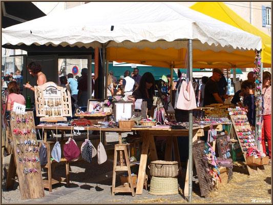 Etal marchand bijoux et fantaisies, Fête au Fromage, Hera deu Hromatge, à Laruns en Vallée d'Ossau (64)