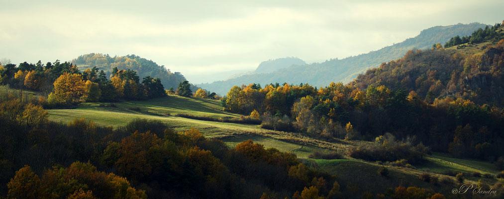 Auvergne ... La vue depuis l'église du Chastel de St Florêt ... 12.11.12