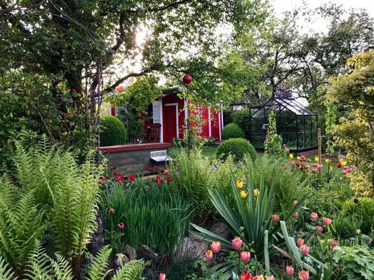 Bienenhaus Classic in einem wunderschönen Garten