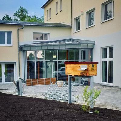 WG Freiberg - Bienenhaus mit Fenster