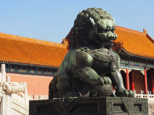 Sphère de Fleur de vie sous patte du sphinx Temple en Chine