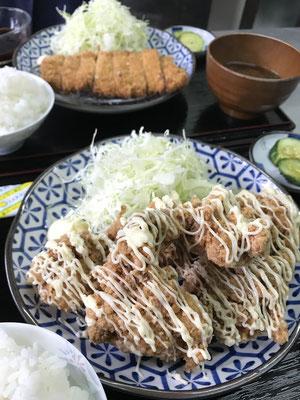 こだわりの自家製タレ味付けする、マヨけいちゃんからあげ定食。味噌カツ定食。