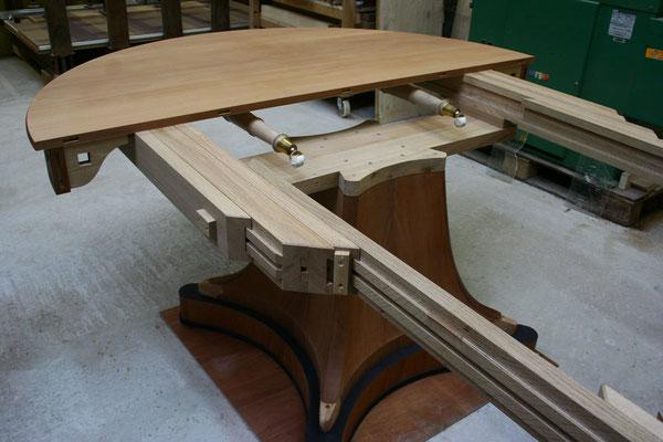 copie d'une table de style Empire - réalisation de coulisses sur mesure en chêne massif