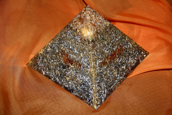 Orgon Pyramide des sonnigen Gemüts
