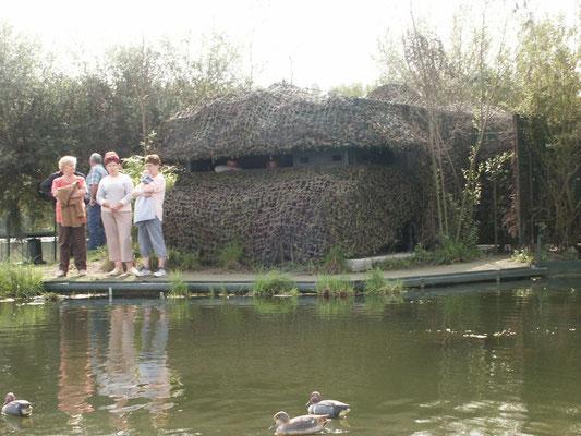 La grande hutte achevée, présentées aux élus.