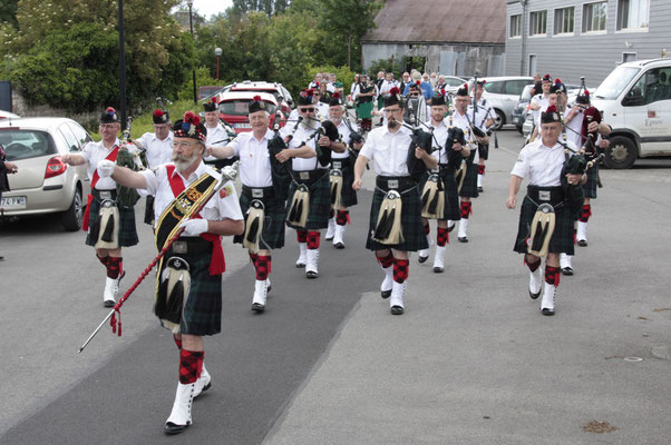 - Le Samarobriva Pipes & Drums