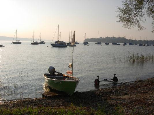 Martin Schwarz ist begeisterter Angler. Das Boot gehört seinem Freund Jonas Bodamer.