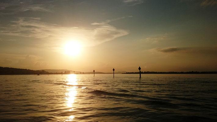Sonnenuntergang am Untersee. Bald ist Geisterstunde.
