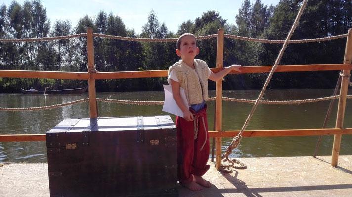 Ob als Pirat, der just beim Auslösen entdeckte, dass da ein Skelett am Mast hängt...
