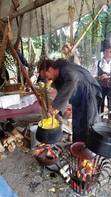 Die Mönche kochten nicht nur für sich, sondern, traditionell, auch für andere.