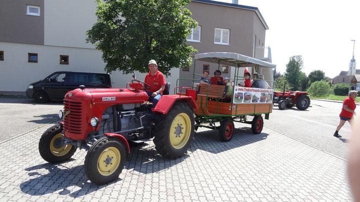Mit 15 Traktoren auf nach Kirnberg u, Mank