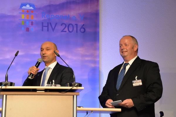 Andreas Keller mit Enzo Santarsiero, CEO der André Koch AG, die das Schweizer Netzwerk Repanet Suisse initiiert hat.