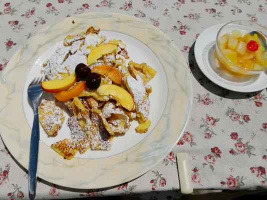Kaiserschmarrn vom Feinsten, nur eine von vielen köstlichen Spezialitäten der Tabarettahütte, die kleine Portion zum Nachtisch