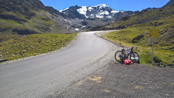 Nur noch etwa 600 Höhenmeter bis zum Ende der Straße am Rande des Weißseeferner-Gletschers