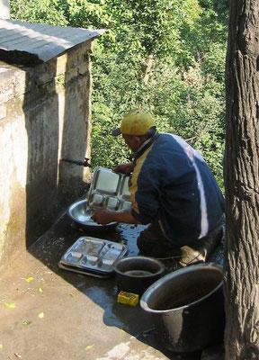 Geschirrspülen in Indien
