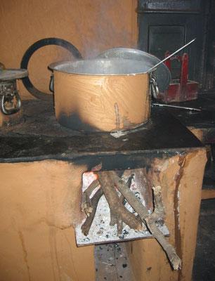 Kochen mit Holz in der indischen Küche