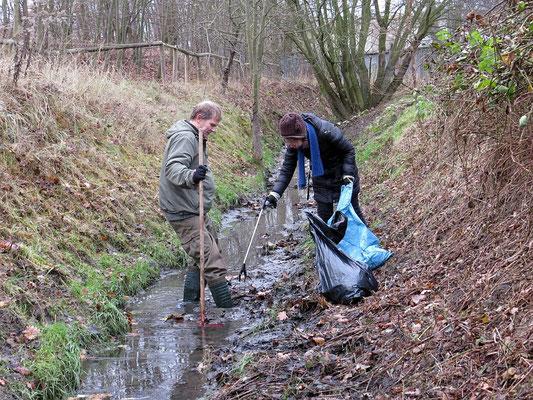 Naturtäter im Einsatz am Lösegraben in Leipzig.