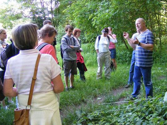 Während der Exkursion in das NSG 'Burgaue' am 23.05.2011, die von Dr. Peter Otto (Botanisches Institut) geleitet wurde.