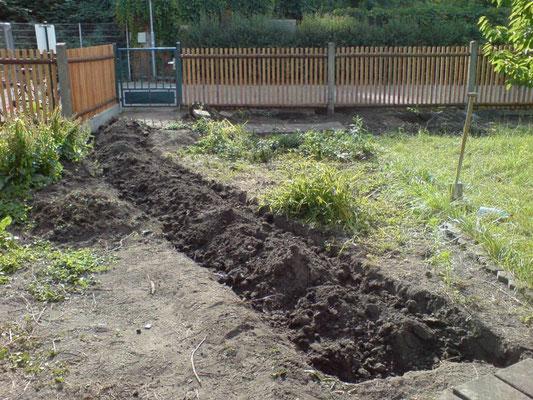 Hier entsteht der neue Hauptweg in den Garten.