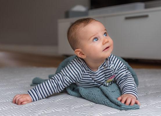 natuerliche Kinderfotos zu Hause - Baby Mädchen