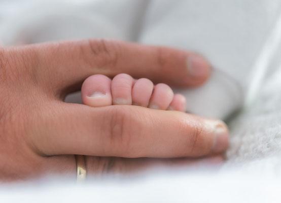 Babyfotos zu Hause - kleiner Fuß