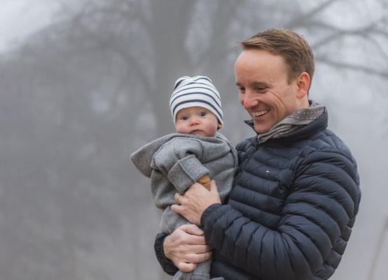 Papa und Sohn Foto  im Freien