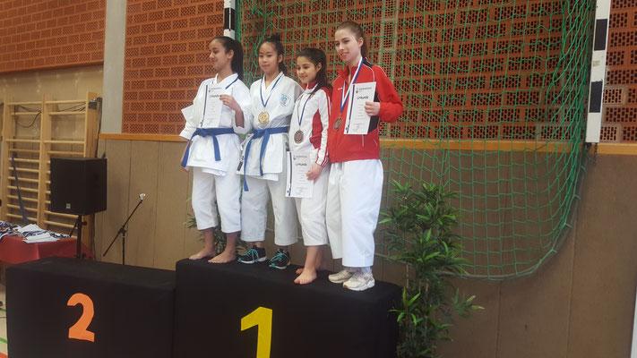Mercedes Wermes (rechts) mit Bronze