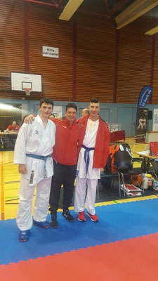 Endrit und Cedric mit Trainer Ralf Kulakowski