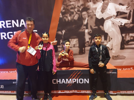 🥉3. Platz - Aya Hakim ( Kids U10 Female +27 kg) (links neben Ralf)