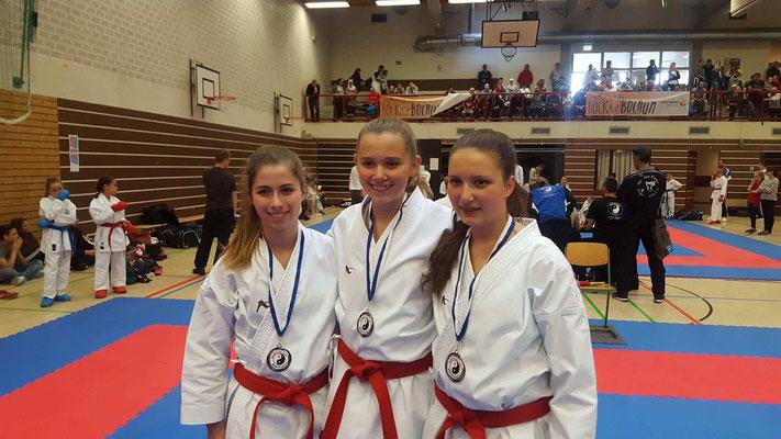 Unser erfolgreiches Kata Team Mercedes, Louisa und Josina