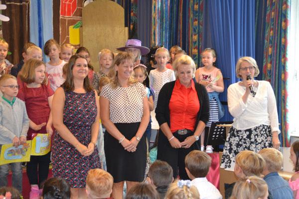 Die Lehrerinnen der ersten Kalssen: Frau Bensberg, Frau Wegmann und Frau Prox