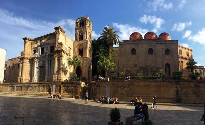 Vue sur l'église San Cataldo et la Martorana