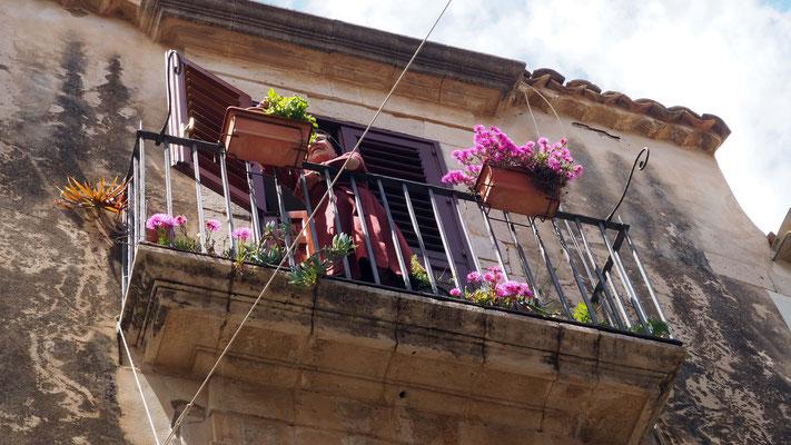 Sur son balcon