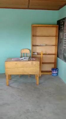 Lehrerpult in Klassenzimmer