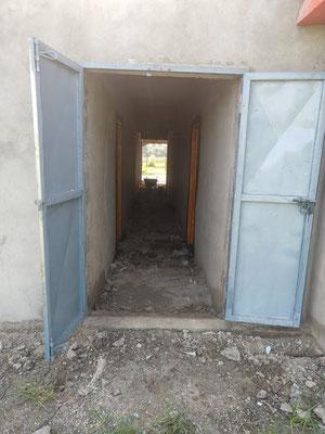 Lehrerunterkünfte, Türen eingesetzt