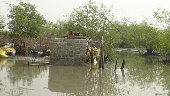 Brückenbau - Betonpfeiler in Konstruktion
