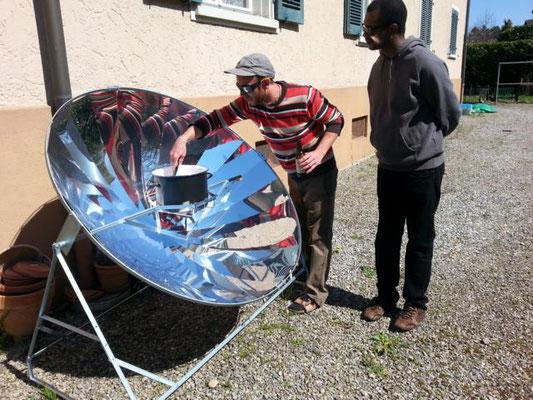 Test des Solarkochers in der Schweiz